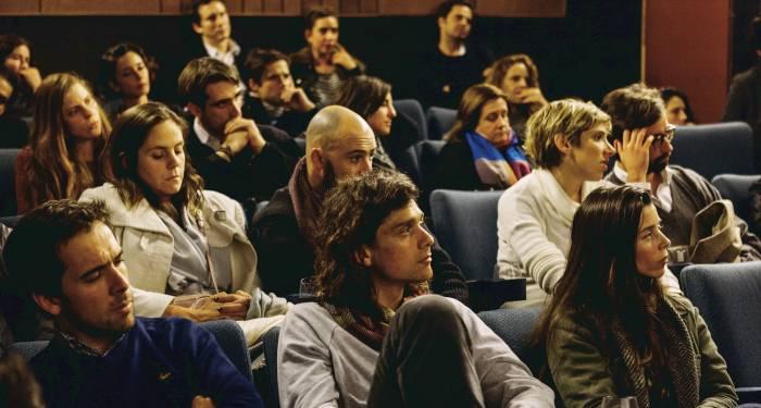 Foto di una sala riunioni.