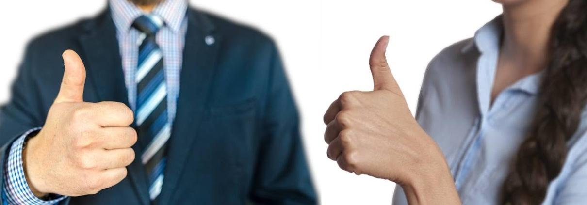 Due persone con il pollice alzato simboleggiano il percorso di qualità della Cooperativa Sociale Progetto Crescita